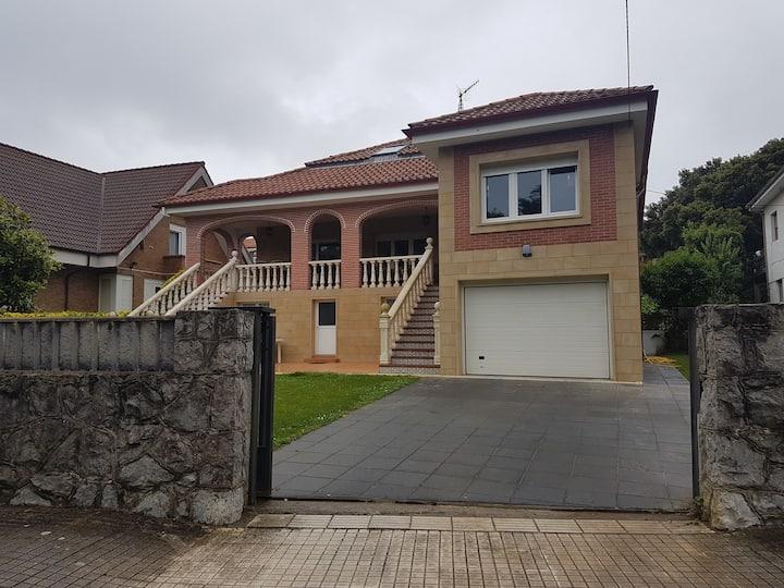 Se alquila casa en Noja