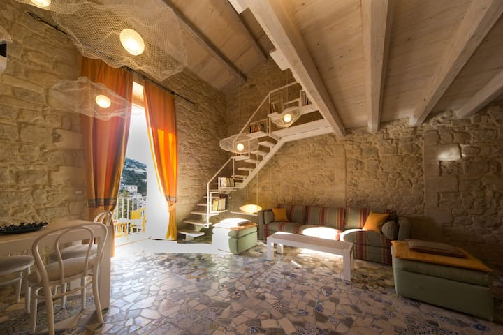 Loft Le Nuvole with views by Wonderful Italy