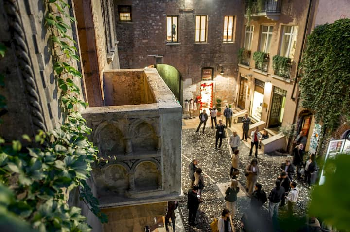 Romantic stay INSIDE Juliet's Courtyard, Ginevra
