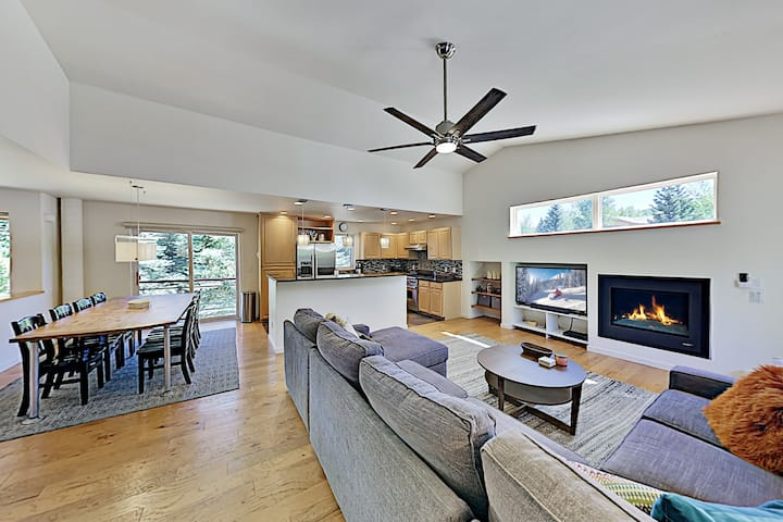 Newly Furnished All-Suite Retreat Near Ski Slopes