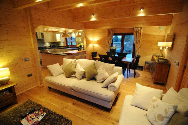 Luxury self-catering lodge with hot tub and sauna - Witnesham - Cabin