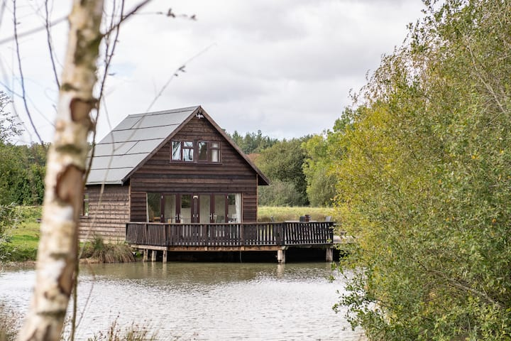 Lakeside Retreat- The Boat House