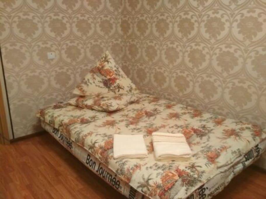 спальное место в комнате