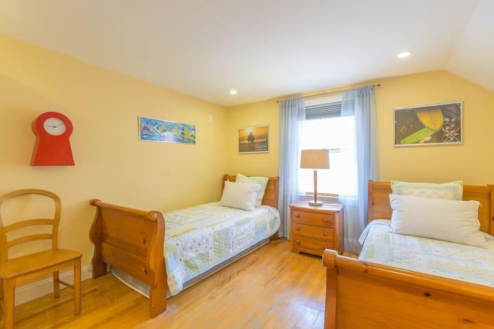 Bed #5: Second floor double twin bedroom