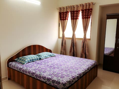Thane-Mumbai: WiFi Non AC Room w/ Pool&Creek Views