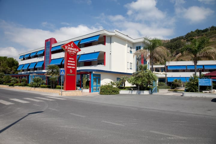 Grand Hotel La Tonnara - La tua camera sul mare - Amantea - Boutique-Hotel