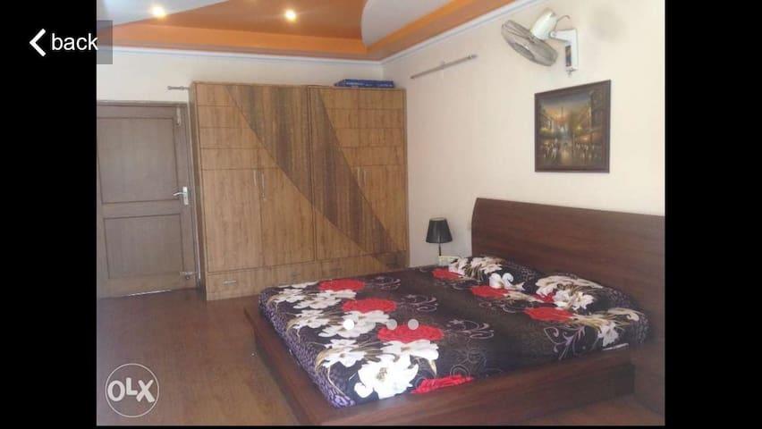 3 bedroom independent floor with kitchen