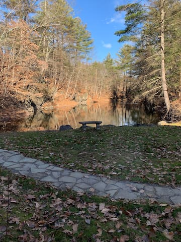 Saratoga Getaway on Private Pond and Nature Trail