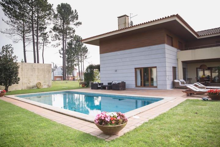 Casa da Cachada (Villa)