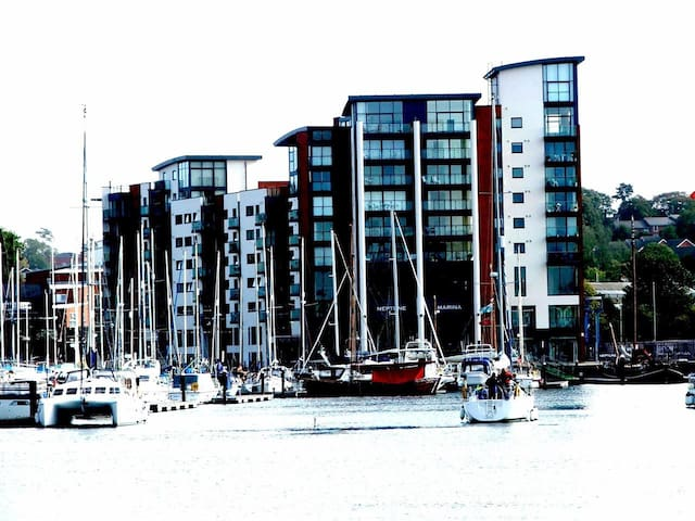 Luxury apartment with riverside views and balcony - Ipswich