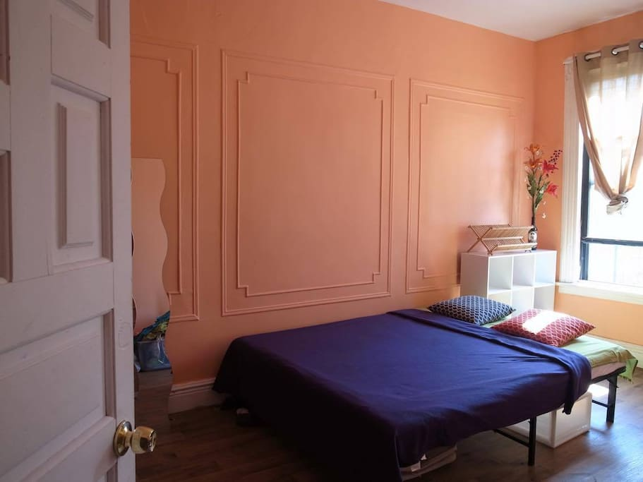 Big room with a comfortable Queen size bed,you still got a lot of space to relax and put your stuff