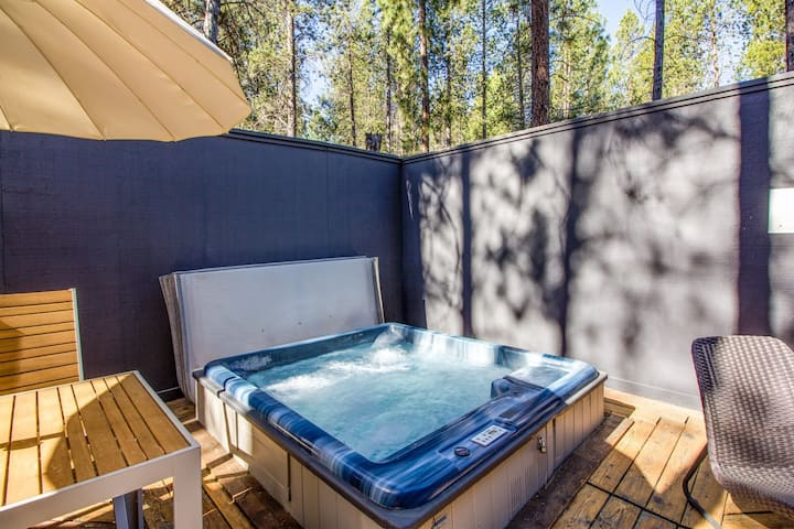 Private Hot Tub and Bikes! Great Location!
