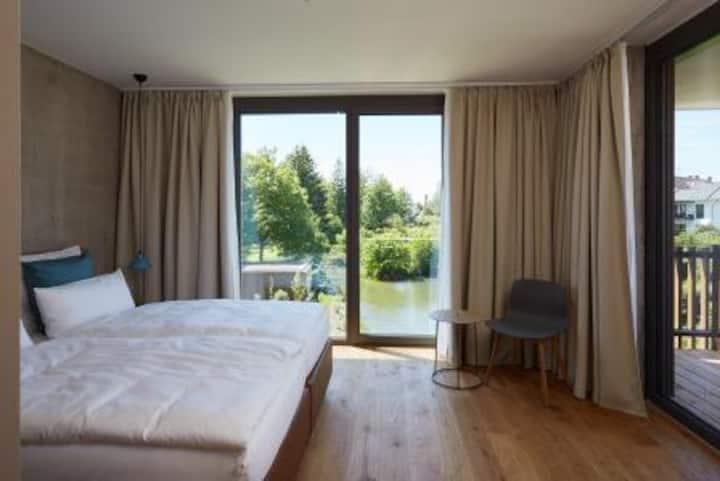 Sternen Bohlingen Aparthotel, (Singen), Apartment über dem Wasser, 57qm, 1 Schlafzimmer, 1 Wohn-/Schlafzimmer, Loggia, max. 4 Personen