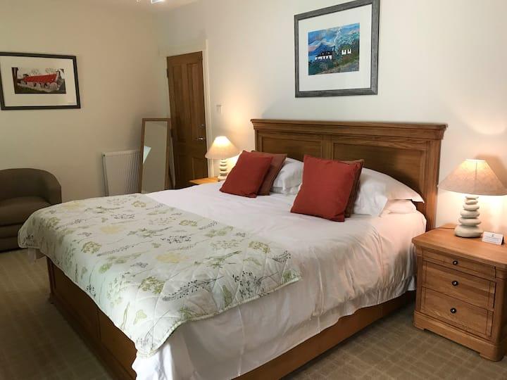 Luxury woodland view accommodation Room 7