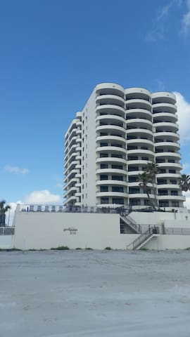 Beautiful condo, Spend the Holidays at the beach!