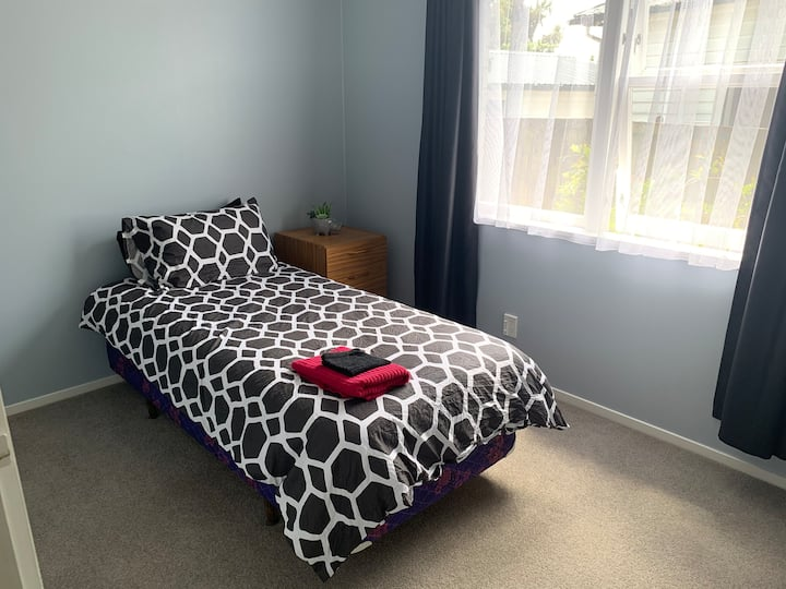Cosy Home Stay with Dog - near Whakatāne town (SM)