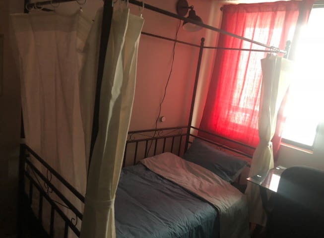 Private Room Central Downtown 2B for females