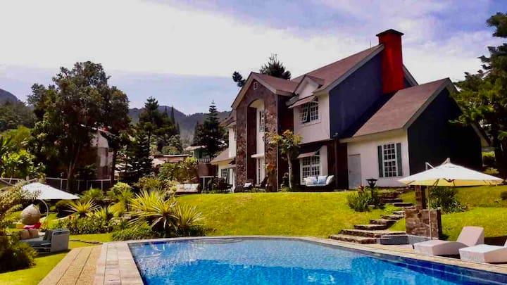 Villa Chrisantum Cisarua - Private Luxury Escape