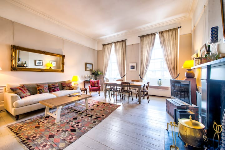 Frederick St: Amazing Location 3 bedroom Apt