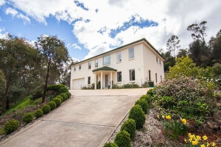 Tranquil living near Duck Reach -Cataract Gorge. - West Launceston - บ้าน