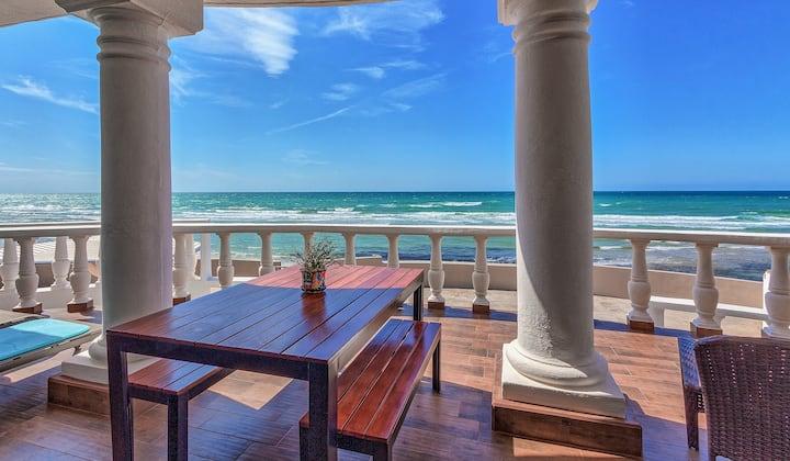 5 STAR Beachfront House Las Conchas. Impeccable!