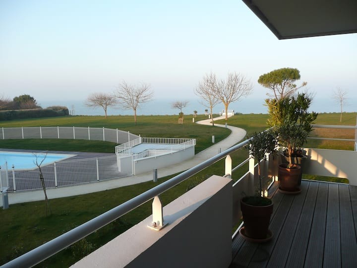 Appartement de standing avec vue mer et les îles
