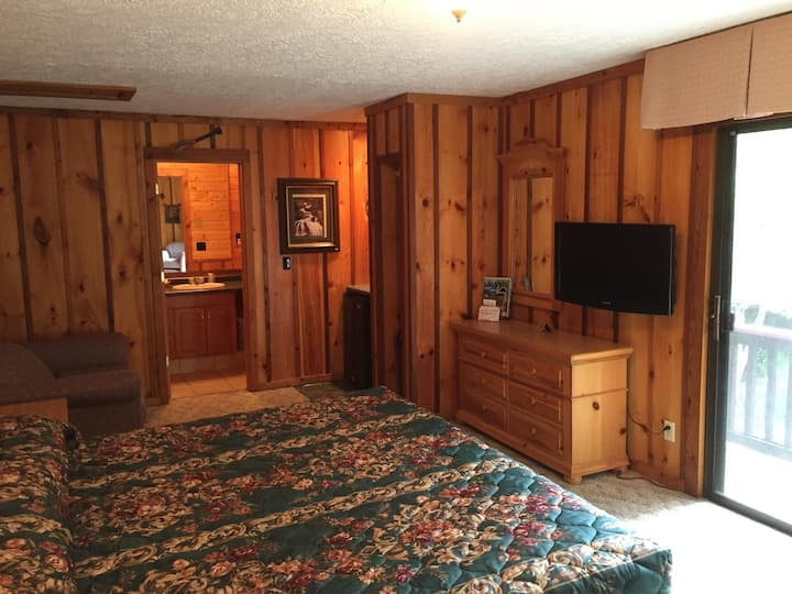 Cozy King Room #210 with a private porch, conveniently located in the heart of Cashiers.