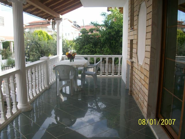 summer house with the garden - Menderes - Apartment