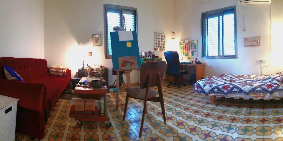 Huge and quiet room in Jaffa