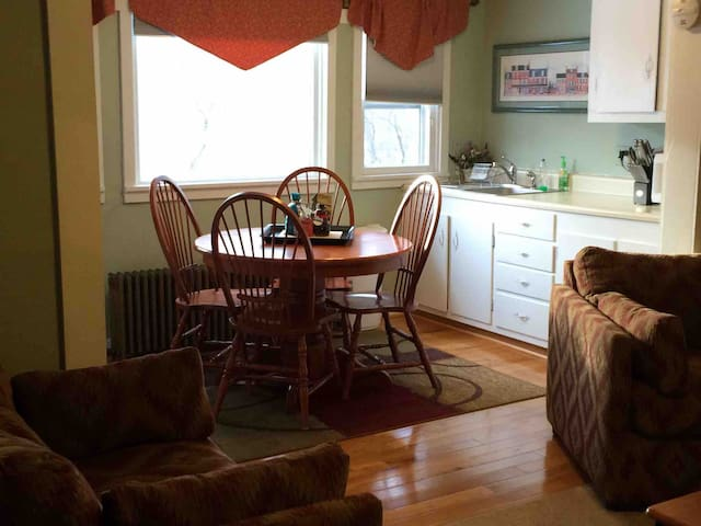 Gore! 2 bed/1 bath more space and CLOSE.