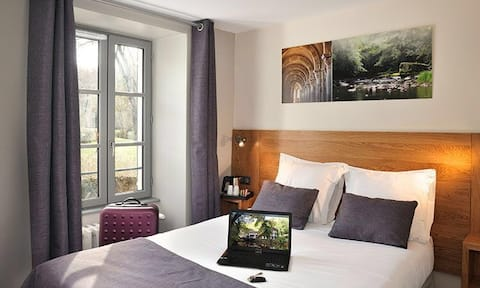 Double Room in Burgundy near the river