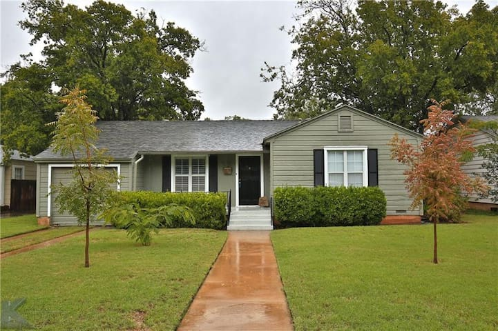 Welcoming Family Friendly Elmwood Home w/3 BR