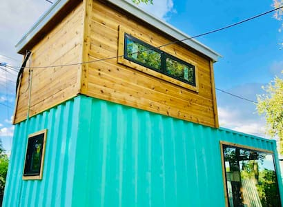 EAST ATOMIC RANCH - shipping container house