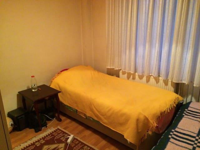 Cozy and sunny room in Kadıköy - Kadıköy - Apartament