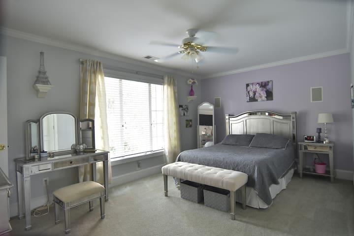 Paris Queen Private Bedroom