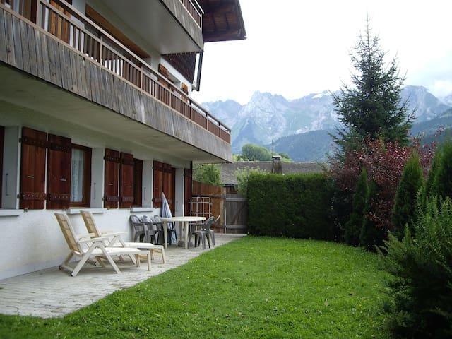 Agréable et spacieux appartement - Le Grand-Bornand - Casa