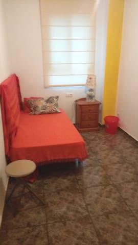 Habitación privada armario y ventilador centrica