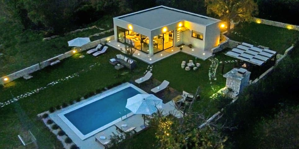 Luxury Villa Luminosa ( with pool ) - Split, Croatia - Casa de campo