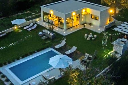 Luxury Villa Luminosa ( with pool ) - Split, Croatia - วิลล่า