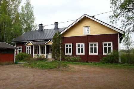 Old wooden village school, traditional building - Tuusula - 獨棟