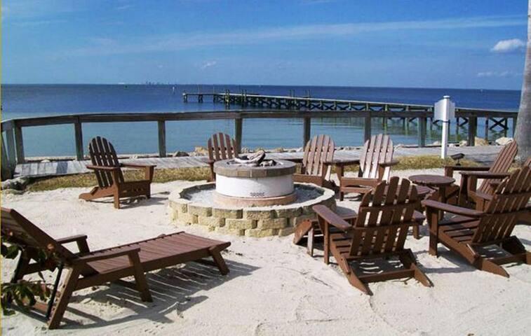 Tampa Bay Beach Resort, LARGE 3 Bedroom Suite