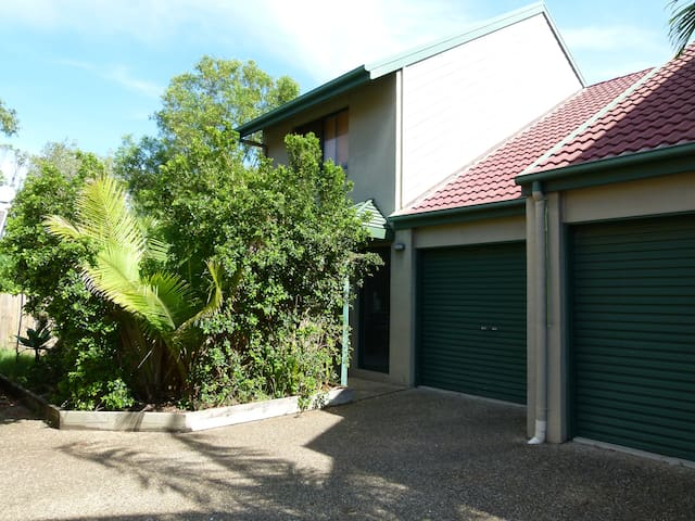 Beautiful home in Mount Coolum - Mount Coolum - บ้าน
