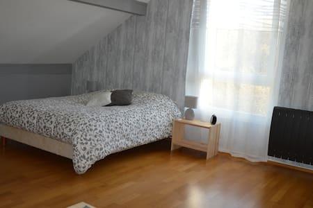 Spacieux étage privatif avec SDB+WC - Metz - 独立屋