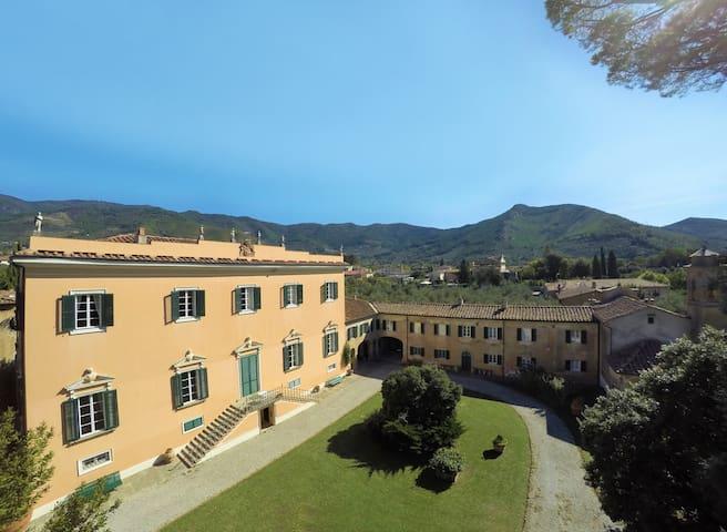 Historical Tuscany | Villa Rosselmini | Pool