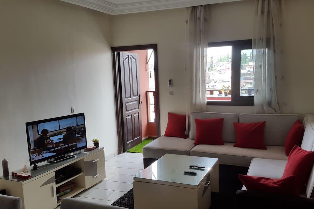appartement moderne de 2 chambres au calme appartements louer abidjan abidjan c te d ivoire. Black Bedroom Furniture Sets. Home Design Ideas