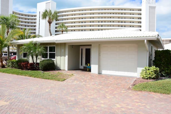 Newly Remodeled Luxury Beach Villa on Siesta Key!