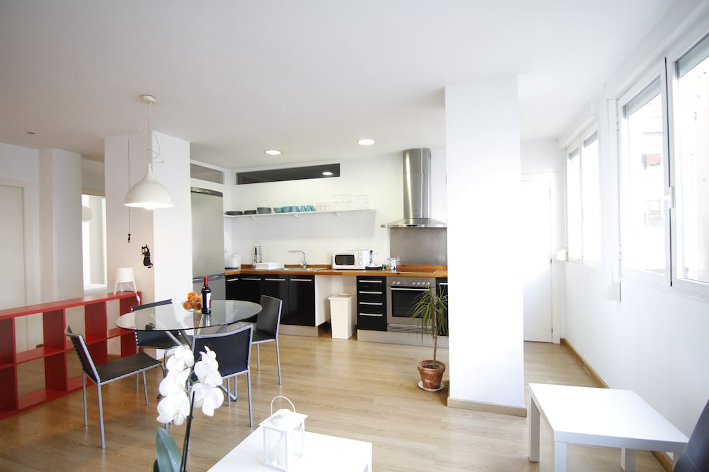 Bright and spacious kitchen, dining and living area