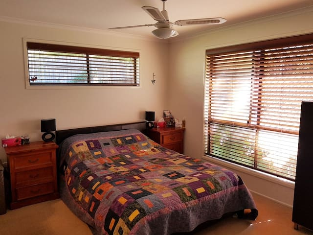 Pet and Family Friendly - Bayside Home