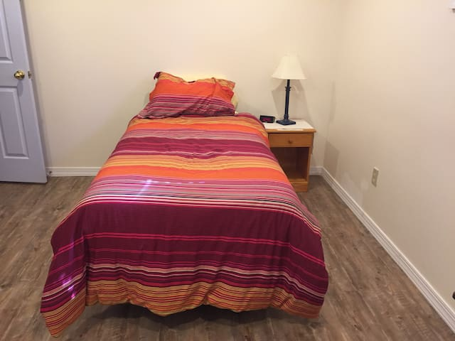 Great Apartment Near BWI & Annapolis Room 2