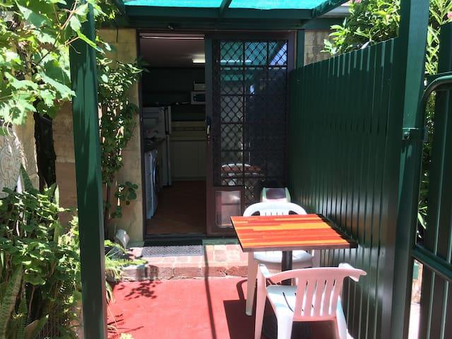 Fremantle - Garden Studio Hideaway